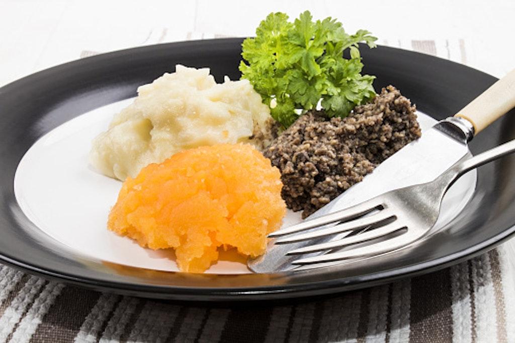 Eat haggis, neeps and tatties, things to do in Edinburgh
