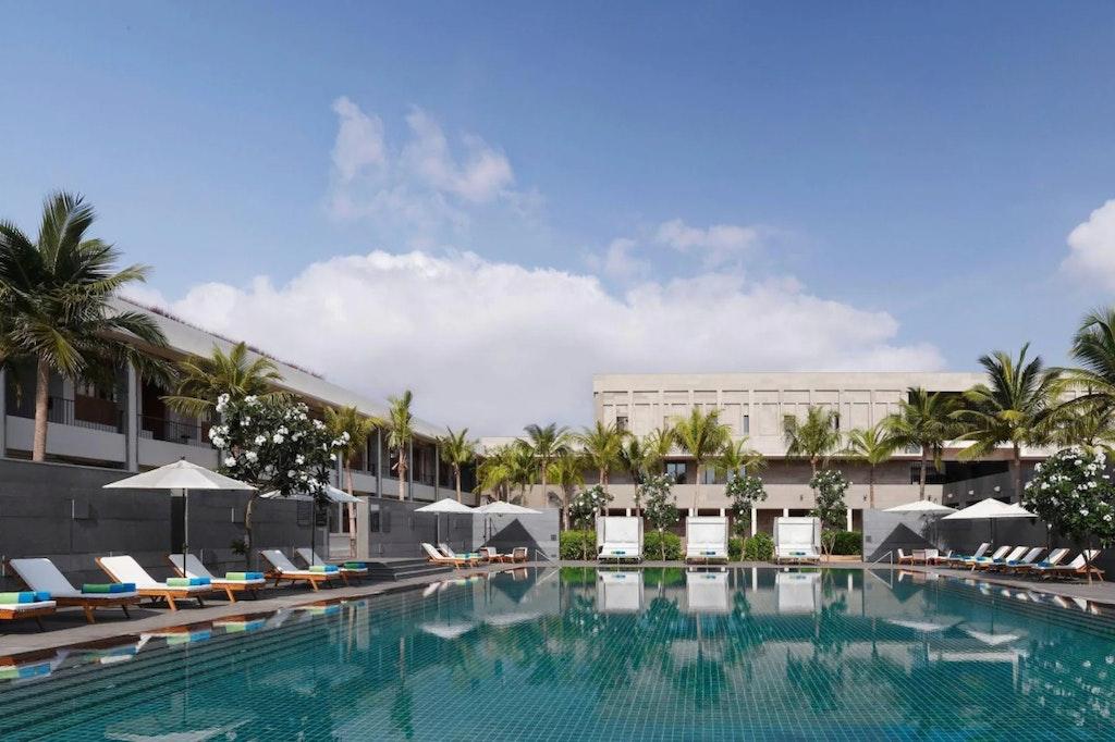 Intercontinental swimming pool