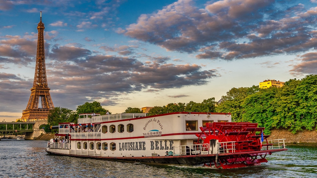 Romantic Cruise in Seine River, Things to do in Paris in February