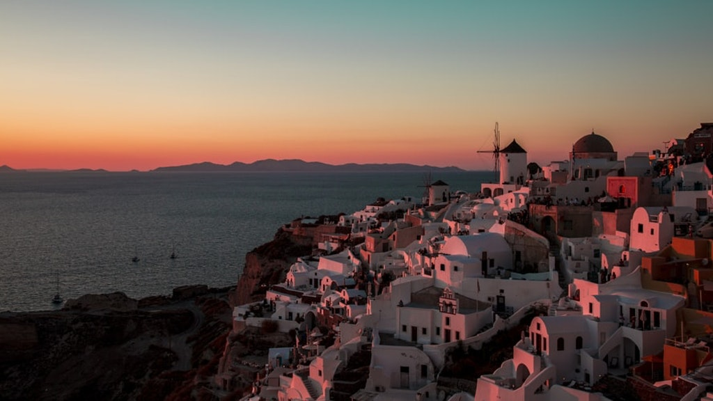 Oia, village in santorini, Greece - sunset picture, Places to visit in Europe in July