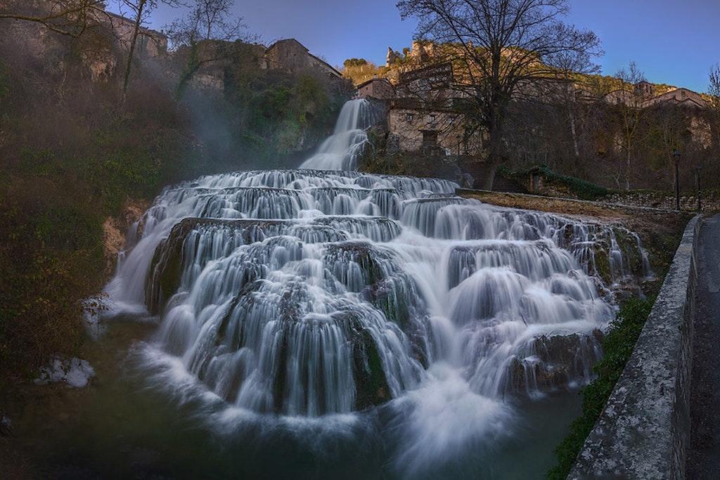 Cascada de Orbaneja del Castillo en España