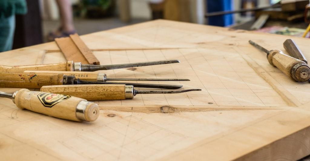 Artesanía en madera de olivo, souvenirs de Grecia